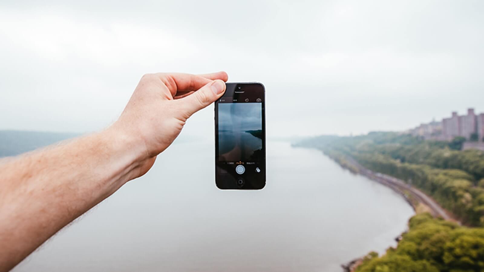 【iPhoneの防水性能】防水ではなく耐水としている理由って?|スマブロ