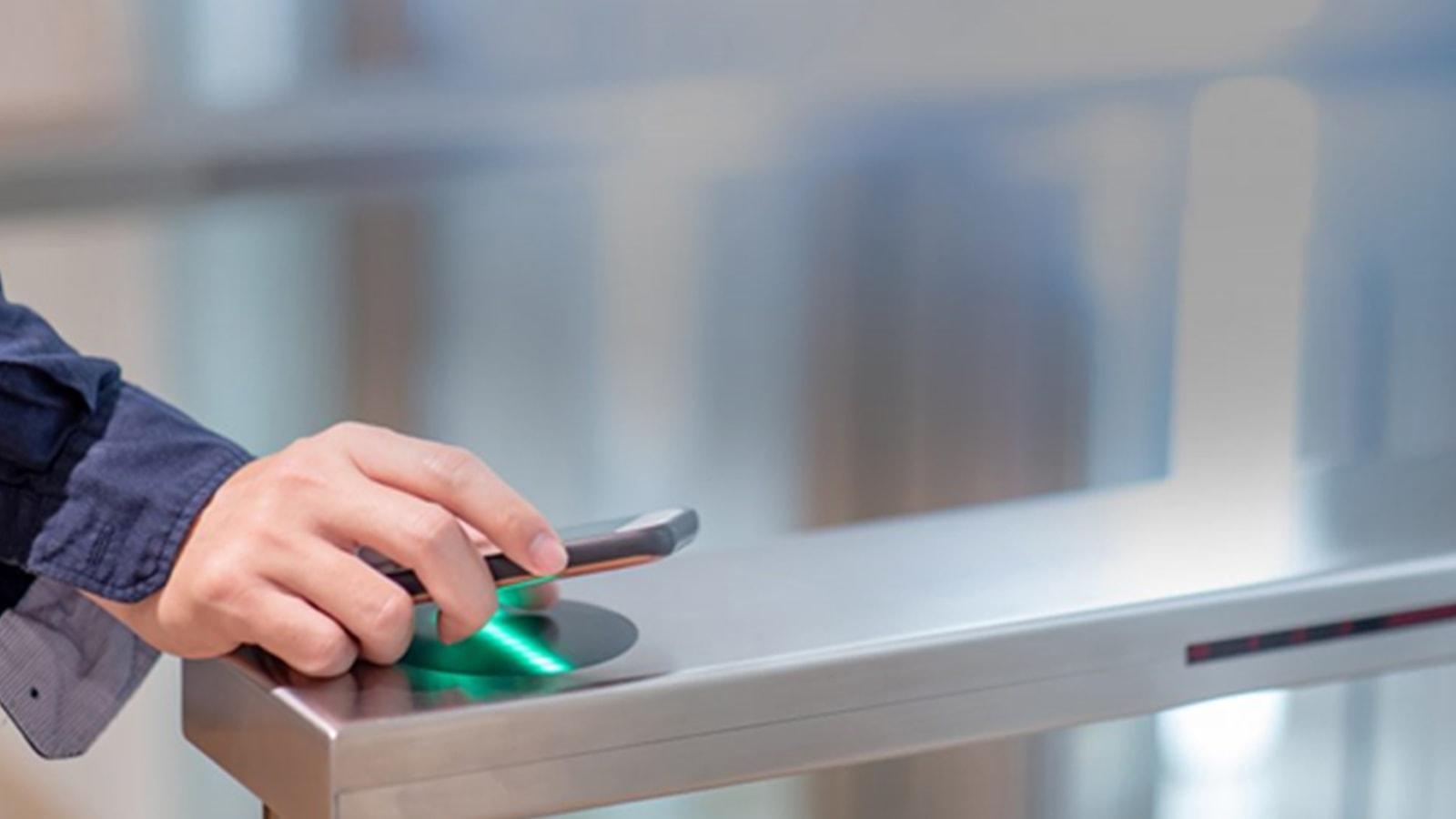 iPhone【Suica】の使い方|登録とチャージの方法